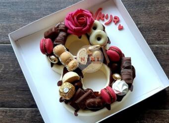 חדש!, עוגת מוס מספרים 8 - מוס שוקולד לבן עם שברי עוגיות, גנאש שוקולד חלב ופיצוץ של ממתקים)