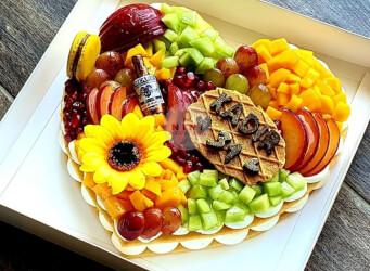 עוגת מספרים לב - שתי שכבות בצק שקדים פריך במילוי קרם מסקרפונה ווניל אמיתי עם קיווי, מנגו, רימונים ועוד<br>בתוספת מקרונים והקדשה אישית