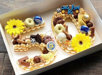עוגת מספרים 50 - שתי שכבות בצק שקדים פריך וקקאו עם שוקולד מובחר בתוספת עוגיות, ופופקורן מקורמל, הקדשה אישית ועוד...