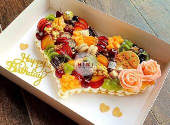 עוגת מספרים לב - עם פירות טריים, פינוקים והקדשה