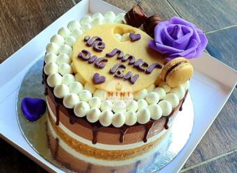 עוגת מוס טריקולד עם גנאש מפנק, ענני מסקרפונה ופינוקים