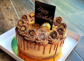 עוגת מוס פררו רושה מפנקת עם גנאש מוקצף והקדשה<br>קוטר 20
